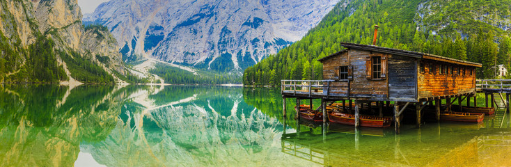 Photo sur Aluminium Lac / Etang Braies Lake in Dolomites mountains, Sudtirol, Italy (Lago di Braies)