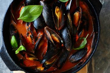 steamed mussels in pan