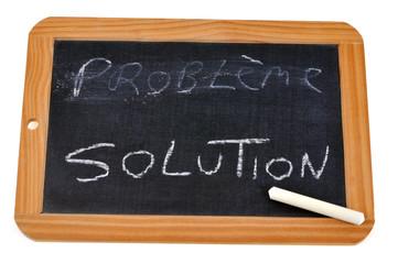 Ardoise avec écrit solution et problème effacé