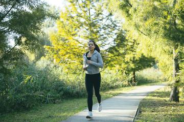 In de dag Ontspanning Woman running in park