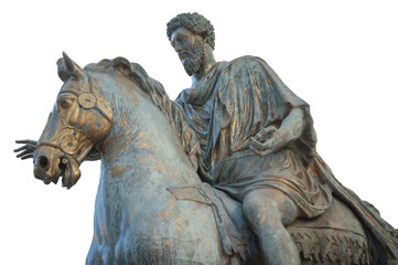 Statua di Marco Aurelio su sfondo bianco