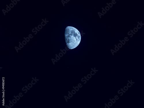 luna cuarto creciente azul\