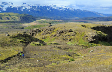 Fotomurales - Hikers on the famous Laugavegur hikingtrail in Iceland.