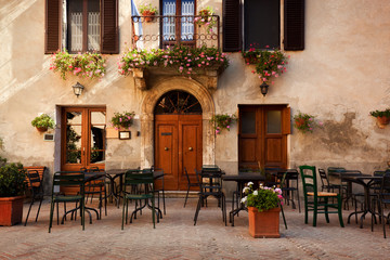 Fototapete - Retro romantic restaurant, cafe in a small Italian town. Vintage Italy