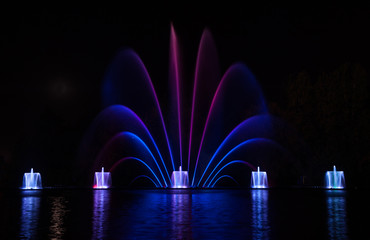 Autocollant pour porte Fontaine Musical fountain with colorful illuminations at night. Ukraine,