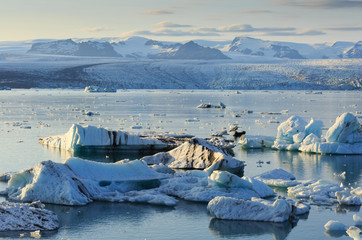 Fotomurales - Icebergs and a beautiful summer sunset at Jokulsarlon lagoon - Iceland.