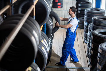 Auto mechanic  choose tire for car