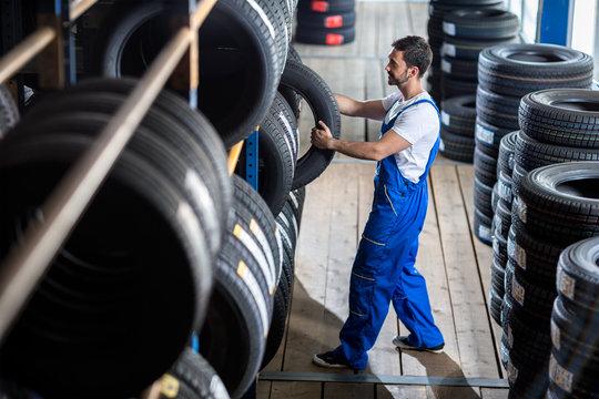 Auto mechanic  choose tire for car