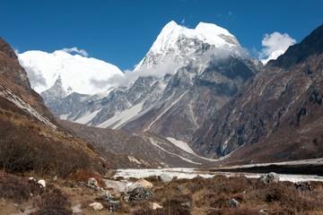 Fototapete - View of Langtang Valley, Langtang National Park, Rasuwa Dsitrict, Nepal