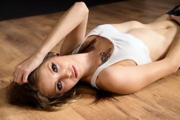 pretty Woman / pretty woman posing on the floor