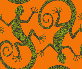 Vector hand drawn seamless pattern with monochrome lizard or sal