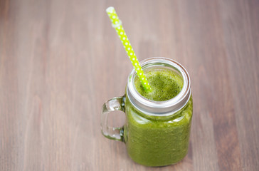 A green smoothie in a mason jar