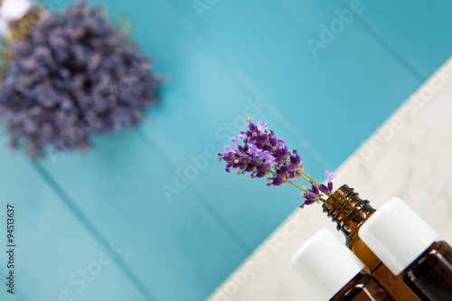 therische le aus lavendel in mediterranen ampiente imagens e fotos de stock royalty free no. Black Bedroom Furniture Sets. Home Design Ideas
