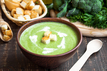 cream soup with green vegetables and croutons
