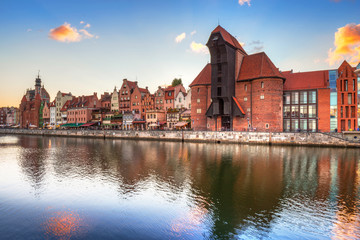 Fotobehang Stad aan het water Old town of Gdansk with ancient crane at sunset, Poland