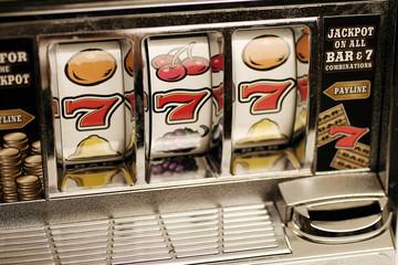 Einarmiger Bandit - Glücksspielautomat - Gewinnziffern 777