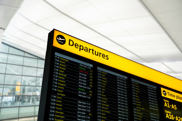 Fotomurales - Flight information, arrival, departure at the airport, London, UK