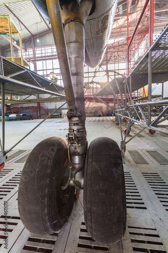 Wall mural Chassis of the airplane under heavy maintenance