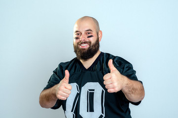 american football player with thumbs up