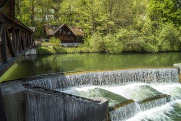 Wasserstufen am Kastenmühlwehr in Wolfratshausen