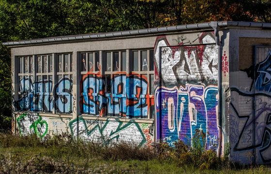 Graffiti an einem Schuppen am Bahnhof Griebnitzsee (Potsdam)