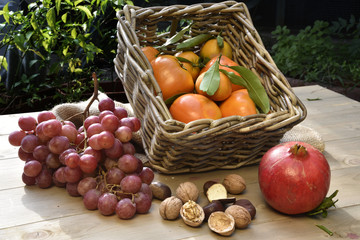 In autumn on Italian tables there are many tasty fruits.