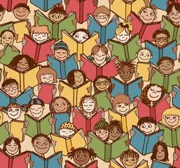 Buntes, handgezeichnetes Hintergrundmuster mit Kindern die Bücher lesen