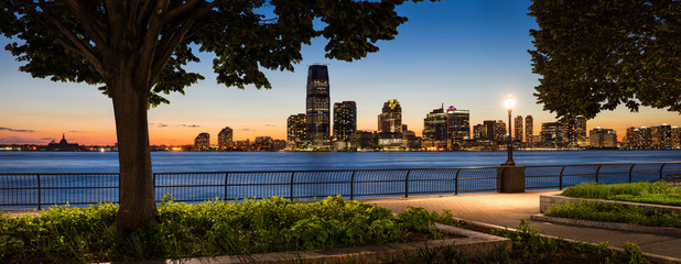 Fotomurales - Jersey City Waterfront with Hudson River from Manhattan at Sunse
