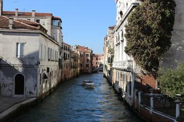 Petit canal dans Venise