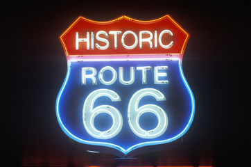Papiers peints Route 66 A neon sign that reads ÒHistoric Route 66Ó