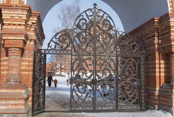 Kolomna: gate of Church of the Holy Trinity in Shchurov