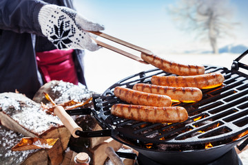 Photo sur Aluminium Grill, Barbecue Outdoors winter barbecue party
