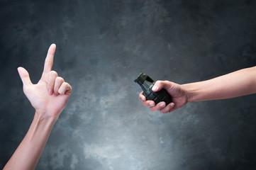 爆弾と人間の指