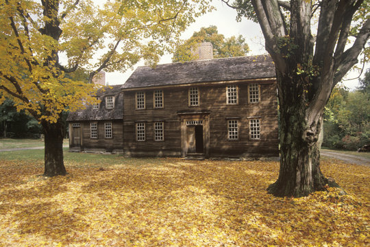 Home in Historic district of Lexington, MA in Autumn