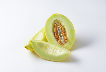 Yellow melon half and slices