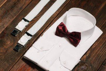 casual set: shirt, suspenders and marsala bowtie