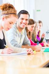 Universität Studenten schreiben Test