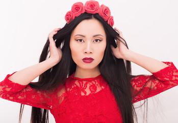 Азиатка в красном