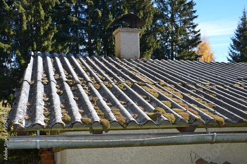 altes dach dachdecker stockfotos und lizenzfreie bilder auf bild 95047402. Black Bedroom Furniture Sets. Home Design Ideas