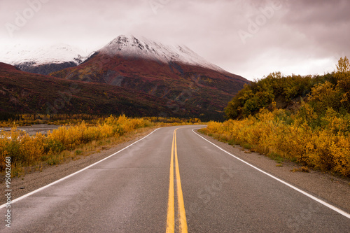 Wall mural Highway Passes Through Changing Colors Alaska Mountains Autumn