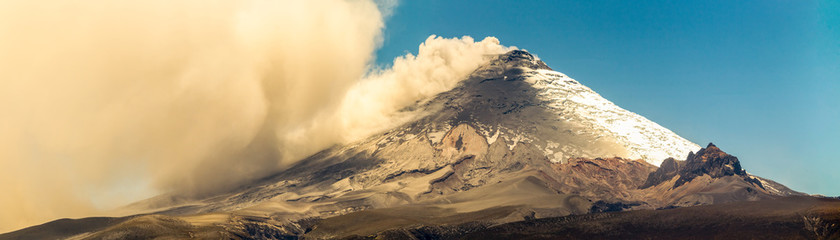 Cotopaxi Volcano Panorama During 2015 Eruption Fototapete