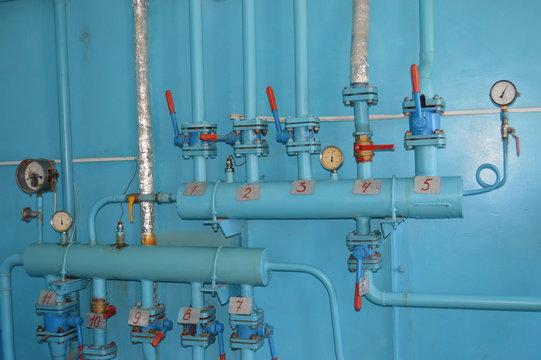 Подающий и обратный коллекторы в газовой котельной