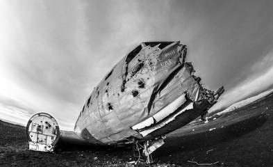 Wall Murals Ship Flugzeugwrack auf Island