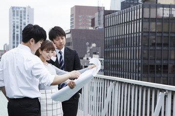 Businessmen who have seen the drawings on the roof of the building