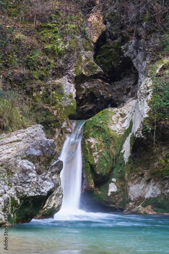 Laghetto di san benedetto con cascata nei pressi di for Laghetto con cascata