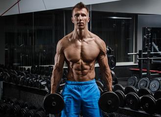 Foto op Plexiglas Fitness Muscular man in gym