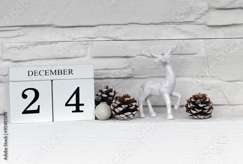 weihnachtsdeko vor einer mauer stockfotos und lizenzfreie bilder auf bild 95485614. Black Bedroom Furniture Sets. Home Design Ideas