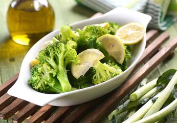 broccoli lessati con olio e limone