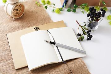 おしゃれなノートとペン