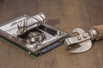 opening of the hard drive can opener